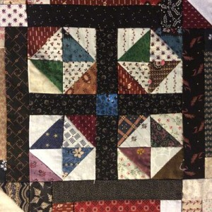 IMG 0427 opt1 300x300 QM Scrap Squad: Bonnie Hunter Log Cabin Sampler