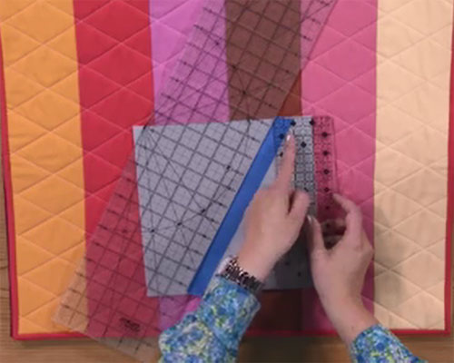 How to Machine Quilt a Cross Hatch Design - Quilting Daily - The ... : crosshatch quilting - Adamdwight.com