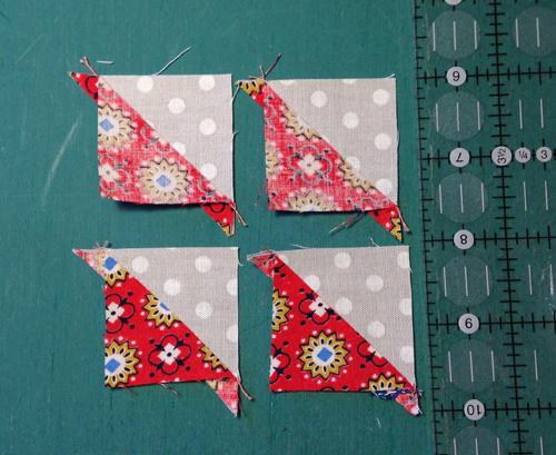 pinwheel1 Decembers QM Bitty Blocks: Pinwheels