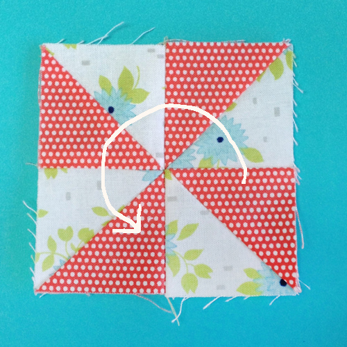 pinwheel13arrow Decembers QM Bitty Blocks: Pinwheels