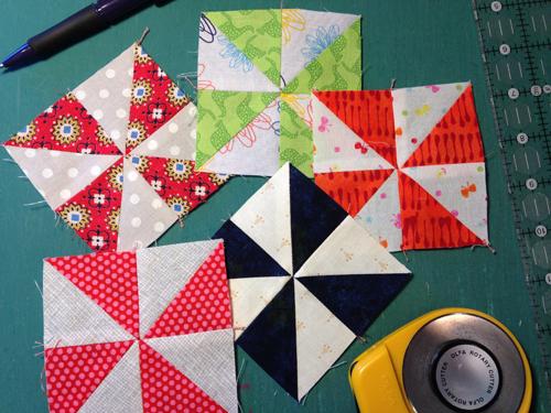 pinwheel16 Decembers QM Bitty Blocks: Pinwheels