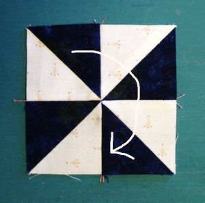 pinwheel17arrow 300x297 Decembers QM Bitty Blocks: Pinwheels