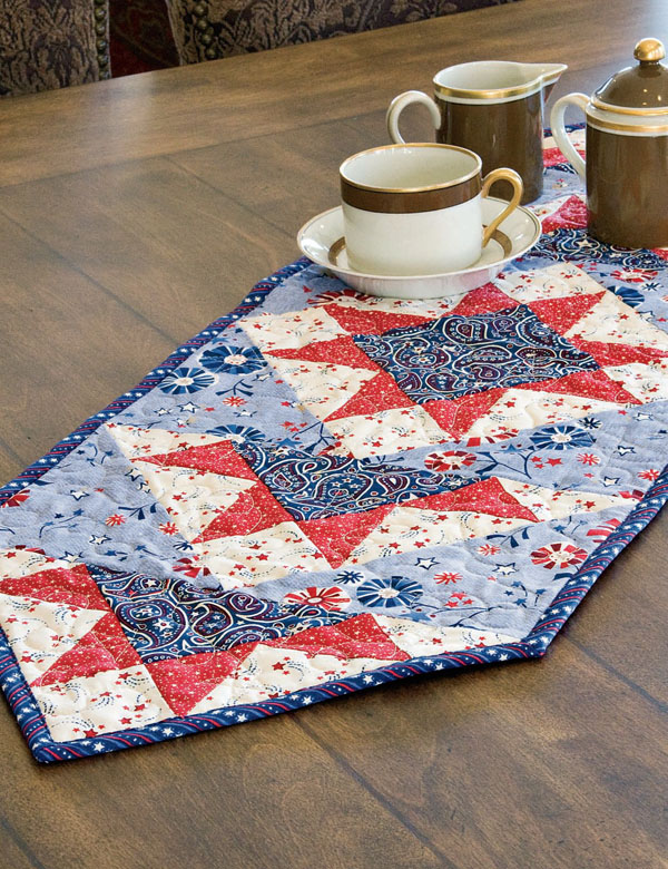 Free red white and blue quilt patterns the quilting company for Red door design quilts