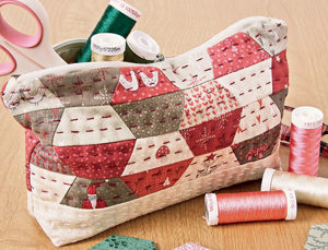 Free hexagon quilt pattern: Sew Petite Pouch