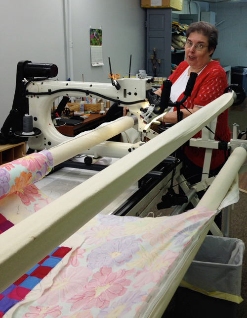 sissies2b Learning to Quilt on a Longarm