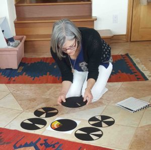 day-with-art-quilters-lea-with-color-wheel