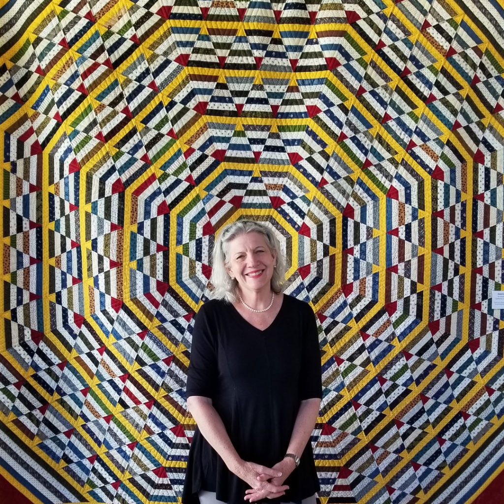 "Marianne in front of her quilt ""American Pie"""