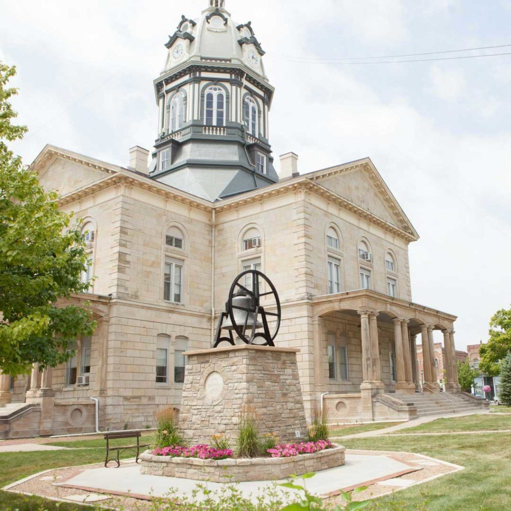 quilters-escape-winterset-madison-county-courthouse-square