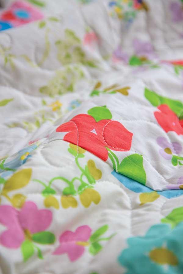 vintage-sheets-flower-detail