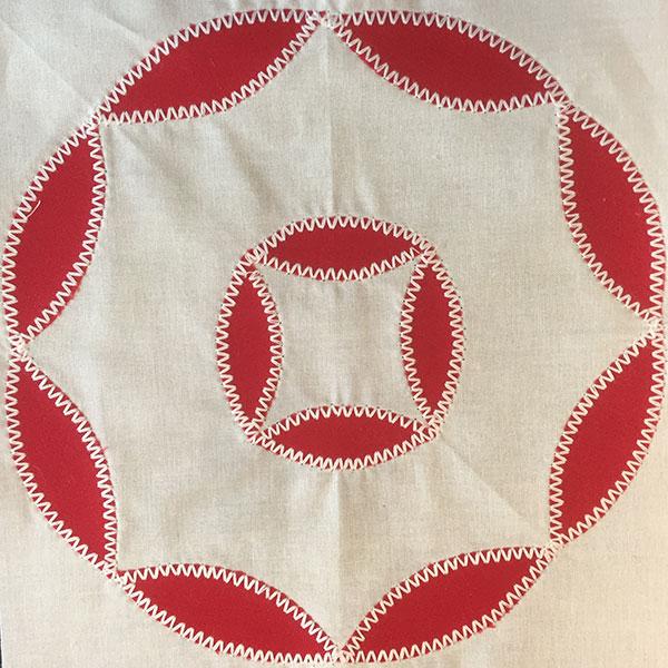 Rick-rack stitch quilt block by Linda Pumphrey.